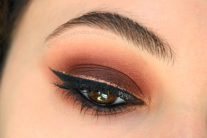 Ahumado rojo con Urban Decay Naked Heat
